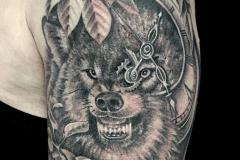 Tatouage loup épaule