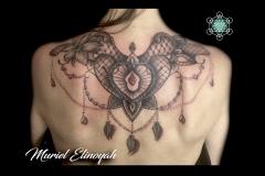 tatouage dentelle et plumes