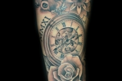 tatouage horloge rose mandala