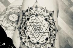 tatouage-sri-yantra-mandala